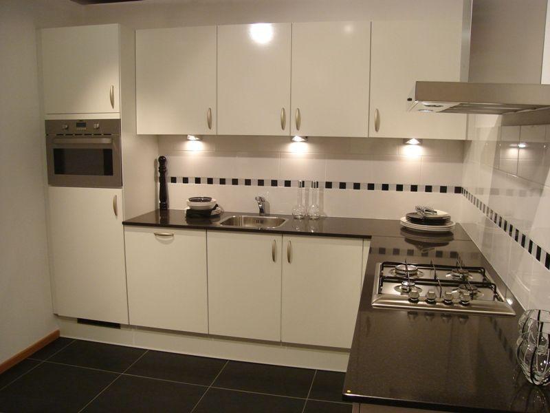 Bedlamp nachtkast beste inspiratie voor huis ontwerp - Witte keuken voorzien van gelakt ...