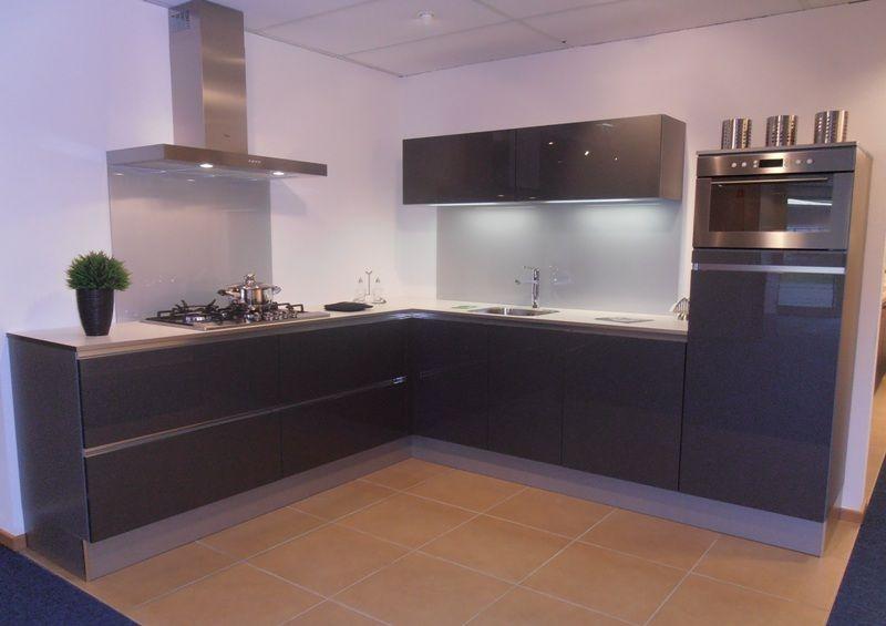 Keuken Antraciet Hoogglans : van Nederland! Greeploze hoekkeuken in antraciet hoogglans [50663